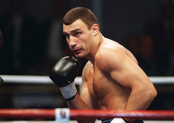 Виталий Кличко очень успешно дрался в кикбоксинге. Но в финале чемпионата Европы-1992 его вырубили с вертухи в голову